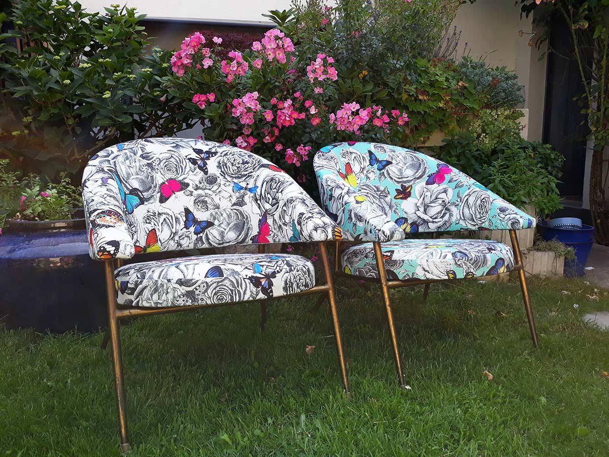 fauteuils des années  60 modernisés avec un magnifique tissu d'éditeur Osborne et little